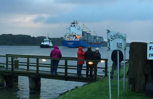 Frachter-blockierte-Kanal_pdaArticleWide